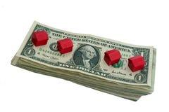 Geld und Häuser Stockfoto