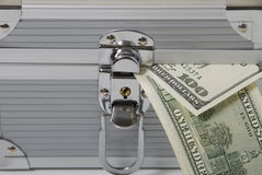 Geld und Kasten Lizenzfreies Stockfoto