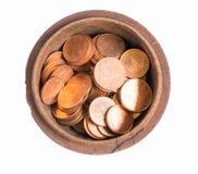 Geld und Münzen in der hölzernen Kunst des Behälters in Thailand Lizenzfreie Stockfotografie
