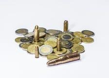 Geld und Munition Lizenzfreie Stockfotografie