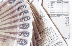 Geld und Rechnungen Lizenzfreie Stockfotografie