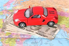 Geld und Reise lizenzfreie stockfotos