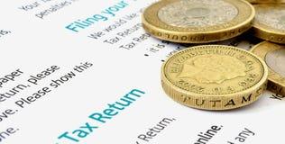 Geld und Steuer lizenzfreie stockbilder