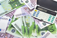 Geld und Taschenrechner Lizenzfreies Stockbild