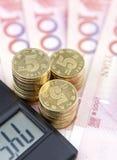Geld und Taschenrechner Stockfotografie