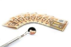 Geld und Zahnpflege stockfotografie