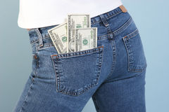 Geld in uw zak   stock afbeeldingen