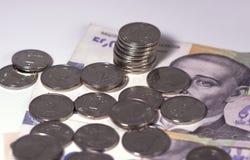 Geld van de mening van de Oekraïne van de pence die op de rekeningen liggen stock foto's
