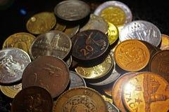Geld van de wereld, landen, muntstukken, rijkdom, waarden, India, Azerbeidzjan, Mexico, Rusland, toerisme, reis, financiën, zaken royalty-vrije stock foto