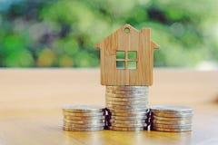 Geld voor huisvesting stock foto's
