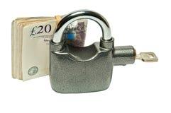 Geld-Vorhängeschloß - Schutz- und Sicherheitskonzept lizenzfreie stockfotografie