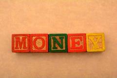 Geld-Wort im hölzernen Block - finanzieren Sie Konzept Lizenzfreies Stockbild