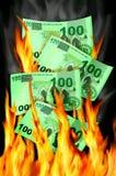 Geld zum zu brennen stockbild