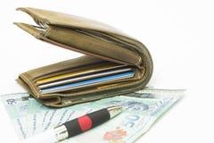 Geldbörse auf den Banknoten. Stockfoto