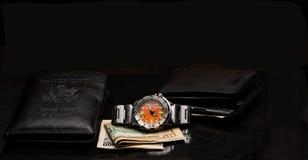 Geldbörse und Uhr Lizenzfreies Stockfoto