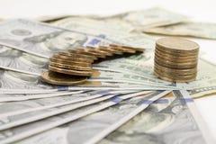 Geldbankbiljetten en muntstukken Royalty-vrije Stock Foto