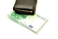 Geldbargeld auf weißem Hintergrund Lizenzfreie Stockfotografie