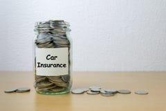 Geldbesparing voor autoverzekering Royalty-vrije Stock Fotografie