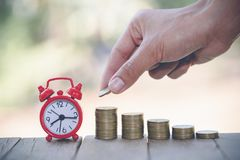 Geldbesparingen, investering, die geld voor het toekomstige, financiële concept van het rijkdombeheer maken stock afbeelding
