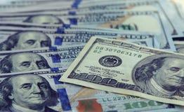 Geldclose-up de Amerikaanse honderd rekeningen van dollarand Russische 1000 roebels Stock Afbeeldingen