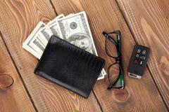 Geldcontant geld, glazen en auto verre sleutel Stock Fotografie