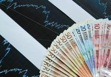Geldeuro met grafiek Royalty-vrije Stock Afbeeldingen