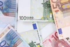 Geldeurohintergrund lizenzfreie stockfotografie