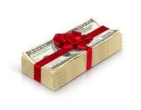 Geldgeschenk, Stapel Bargeld mit dem roten Bogen lokalisiert auf weißem backgro Lizenzfreies Stockbild