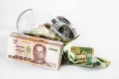 Geldglas mit Isolatweißhintergrund Stockfotos