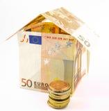 Geldhaus mit Münzen Stockfotos