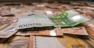 Geldhintergrund, Eurobanknoten schließen oben stockfotografie