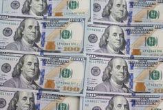 Geldhintergrund Stapel Banknote mit $100 Dollarscheinen Stockbilder