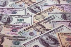 Geldhintergrund - unscharfe Dollar Lizenzfreie Stockbilder