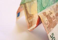 Geldkontrollturm - Querneigungkonzept Stockfoto