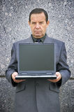 Geldmaker met laptop Stock Afbeeldingen