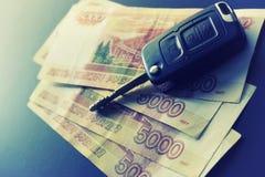 Geldschlüsselgeschenk Lizenzfreie Stockbilder