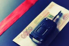 Geldschlüsselgeschenk Lizenzfreie Stockfotografie