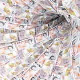 Geldstrudel von 10 Pfund Papiergeld Stockfotos