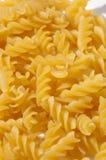 Gele aardige geïsoleerder macaroni Stock Foto