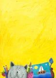 Gele achtergrond met grappige kat Royalty-vrije Stock Foto