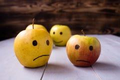 gele appelen met getrokken emoties Royalty-vrije Stock Fotografie