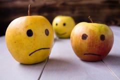 gele appelen met getrokken emoties Royalty-vrije Stock Afbeelding