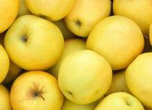Gele appelen op markt Stock Fotografie