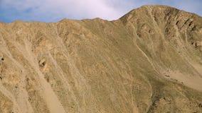 Gele argil heuvels in aard stock video
