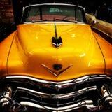Gele auto royalty-vrije stock fotografie