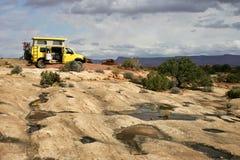 Gele bestelwagen stock foto's