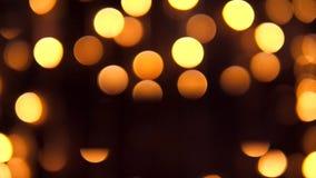 Gele Bokeh van Kerstboomlichten Abstracte Achtergrond van Defocused de Gouden Geleide Bollen 4K stock footage