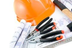 Gele bouwvakker en werkende hulpmiddelen stock afbeeldingen