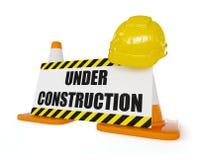 Gele bouwvakker op oranje wegverkeer Stock Foto's