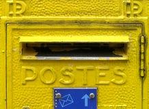 Gele brievenbus in Frankrijk Stock Afbeeldingen